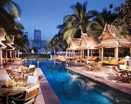 бассейн отеля Peninsula