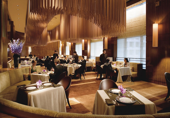 ресторан Amber в Гонконге