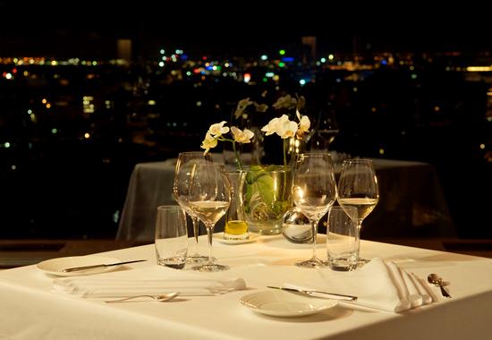 вид из ресторана Ciel Bleu