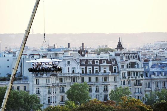 Поужинать в воздухе, высоко над Парижем? Dinner in the Sky!