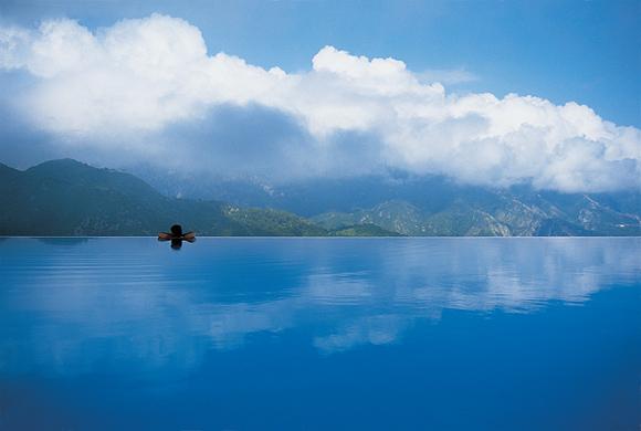 Инфинити бассейн в отеле Caruso