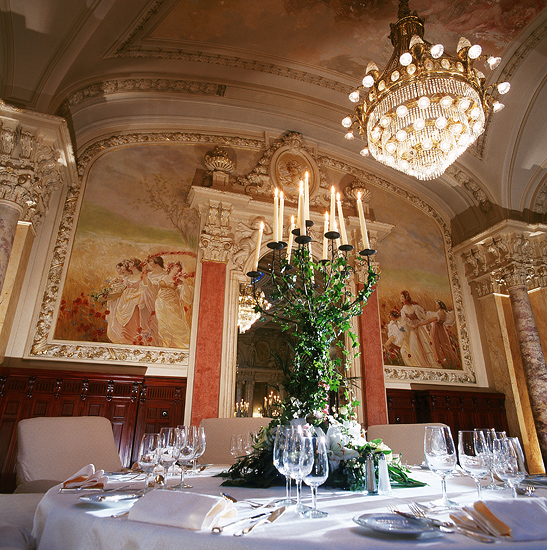 SANDOZ table, Beau-Rivage Palace, отель в Лозанне, Швейцария