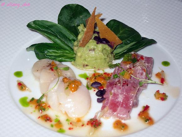 """Филе тунца и tuna and гребешки, маринованные в свежем оливковом масле и в соке японского цитруса """"юзу"""". The Waterside Inn, Bray, UK"""