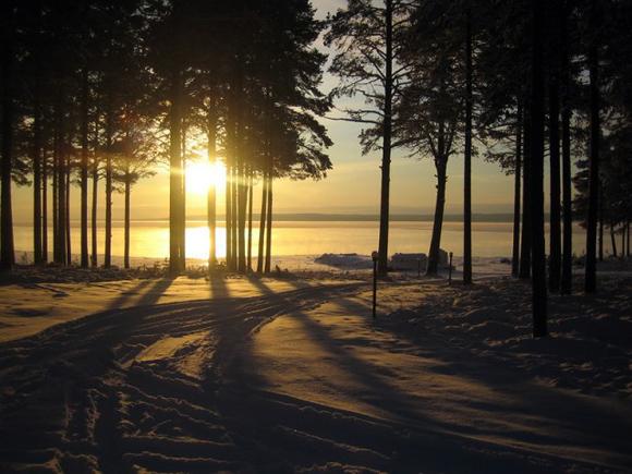 Русская зима в Карелии: подледная рыбалка, баня, лыжи и метафизика