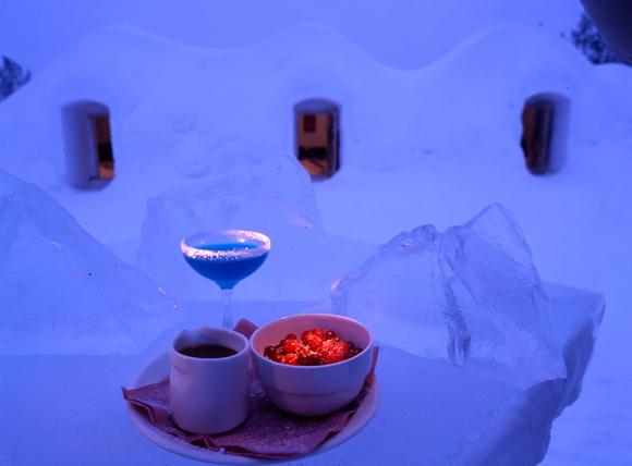 снежный ресторан в Kakslauttanen