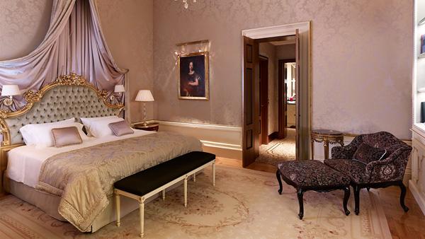 R_IconicSuite36_Bedroom_HR