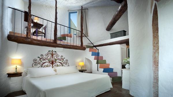Cala_di_Volpe_Hotel_CostaSmeralda_Suite_Deluxe_Bedroom_2