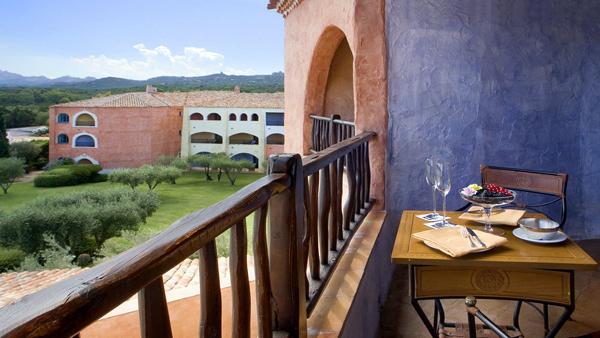 Cala_di_Volpe_Hotel_CostaSmeralda_Suite_Premium_Bedroom_Terrace